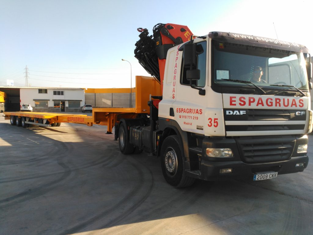 Plataforma Extensible con Ejes Direccionales con Grúa - Espagruas